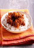 Ris med grisköttstöd och sky arkivfoto