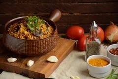 Ris med kött och champinjonrisotto royaltyfria bilder