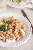 Ris med kikärtar och broccoli Royaltyfri Foto