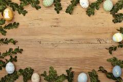 Ris och easter ägg som ram på trä, kopieringsutrymme Royaltyfri Fotografi