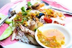 Ris och vatten för kryddakrabbabrand doppar i lunch Arkivfoton