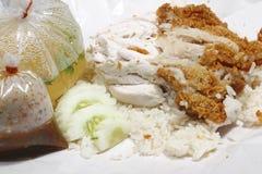 ris som ångas med blandninghöna Arkivfoto