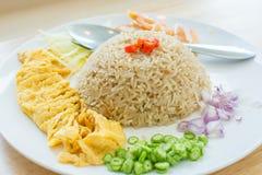 Ris som kryddas med thailändsk omelett Royaltyfri Bild