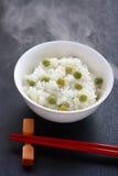 Ris som lagas mat med bönor, japansk mat arkivbild