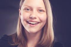 Risa adolescente de la muchacha Imagenes de archivo