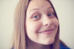 Risa adolescente de la muchacha Imágenes de archivo libres de regalías