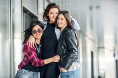 Risa adolescente de tres amigas Foto de archivo libre de regalías