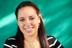 Risa bonita feliz de la muchacha de Latina del retrato hermoso de la gente fotos de archivo libres de regalías