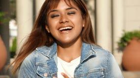 Risa de la hembra bastante adolescente Fotos de archivo libres de regalías