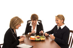 Risa de las mujeres de negocios sobre almuerzo Imagen de archivo libre de regalías