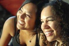 Risa de los mejores amigos Foto de archivo libre de regalías