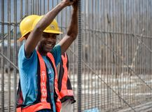 Risa de los trabajadores de construcción Fotos de archivo libres de regalías