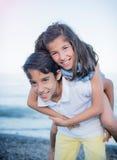 Risa del muchacho y de la muchacha Fotografía de archivo libre de regalías
