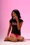 Risa en el teléfono Fotografía de archivo libre de regalías