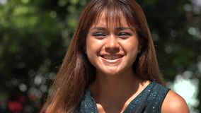 Risa peruana joven de la mujer metrajes