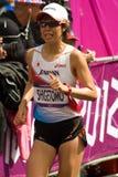 Risa Shigetomo som kör den olympiska maratonen Arkivbilder
