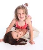 Risa y entusiasmo para la madre con la hija Foto de archivo libre de regalías