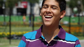Risa y muchachos adolescentes Imágenes de archivo libres de regalías