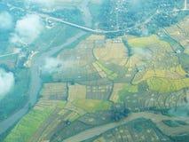 Risaia e fiume nella vista superiore Fotografie Stock Libere da Diritti
