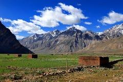 Risaia su alta terra con il fondo della valle della montagna Fotografia Stock Libera da Diritti