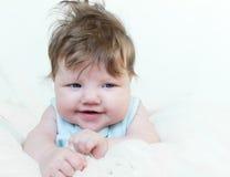 Risas pequeñas de un niño Foto de archivo libre de regalías