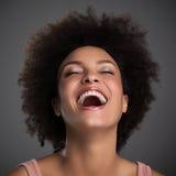 Risata africana della donna Fotografie Stock Libere da Diritti