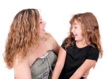 Risata della figlia e della madre Immagini Stock