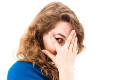 Risata nascondentesi del fronte della donna timida Fotografia Stock