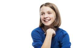 Risate teenager sveglie della ragazza Primo piano Isolato su una priorit? bassa bianca immagini stock