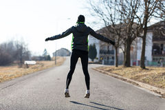 Riscaldamento della donna prima di correre Fotografie Stock