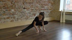 Riscaldamento della ragazza di stile di vita della ginnasta di yoga di forma fisica di sport Fotografie Stock Libere da Diritti