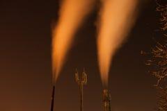 Riscaldamento freddo dei condotti termici della città di inverno Fotografia Stock