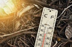 Riscaldamento globale, mutamento climatico, alta scala del termometro Immagini Stock