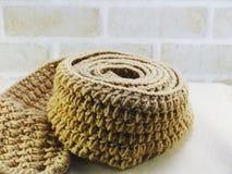 Riscaldi l'accessorio femminile tricottato della sciarpa con il fondo dello spazio della copia Fotografia Stock Libera da Diritti