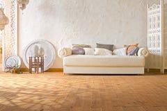 Riscaldi l'interno del sottotetto con luce solare fotografie stock