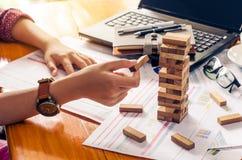 Rischi d'impresa nell'affare Richiede la meditazione di pianificazione deve stare attento nella decisione ridurre il rischio nell Immagini Stock
