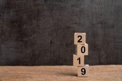 Rischio e volatilità sull'anno 2019 concetto finanziario, del bilancio, di investimento o di affari, pila instabile di costruzion immagini stock