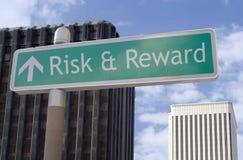 Risco & recompensa adiante Imagens de Stock Royalty Free