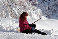 Risco de acidente quando a neve trabalhar com pá Fotografia de Stock Royalty Free