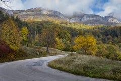 Riserva naturale della Bulgaria della strada della montagna Vratsa Balcani fotografie stock