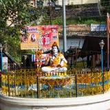 Rishikesh, India: Październik 4, 2013 - zabytek bóg Shiva w Laxman Jhula, Rishikesh obrazy royalty free