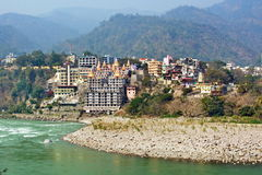 Rishikesh, yogastad in het centrum van India van spiritualiteit op Gange-rivier Ganges, Ganga Royalty-vrije Stock Foto