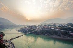 Rishikesh-Yogastadt-Geistigkeitsmitte in Indien stockfoto