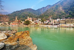 Rishikesh, Yogastadt in Indien-Mitte der Geistigkeit auf Gange-Fluss der Ganges, Ganga lizenzfreies stockfoto