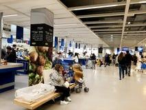 RISHON LE锡安,以色列2017年12月16日:仓库走道在宜家商店 库存图片