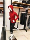 RISHON LE锡安,以色列2017年12月17日:在的衣裳时装模特在商店 商城 库存照片