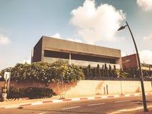 RISHON LE锡安,以色列- 2018年6月28日:在街道上的私有现代房子在Rishon Le锡安,以色列 免版税库存图片