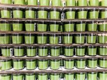 Rishon Le锡安,以色列- 2017年12月16日:没有一个蜡烛的气味的自然大豆蜡在一个玻璃瓶子的 图库摄影