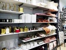 RISHON LE СИОН, ИЗРАИЛЬ 17-ОЕ ДЕКАБРЯ 2017: Внутри магазина на универмаге Azrieli в Rishon Le Сионе, Израиле Стоковое Фото
