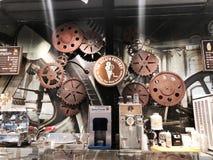 RISHON LE СИОН, ИЗРАИЛЬ 17-ОЕ ДЕКАБРЯ 2017: Красивый современный интерьер в кафе кофе в Rishon Le Сионе, Израиле Стоковое фото RF